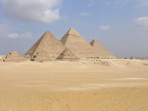 Pyramideja
